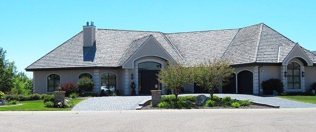 dom w kształcie litery L